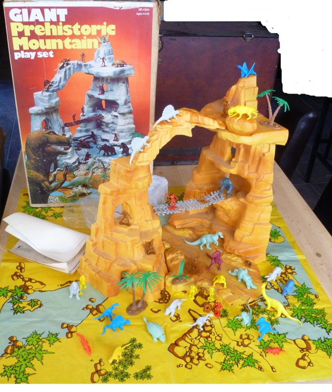 marx-prehistoric-mountain-playset